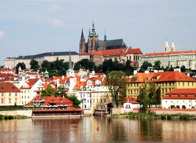 Prague Explorer Walking Tour and Boat Trip
